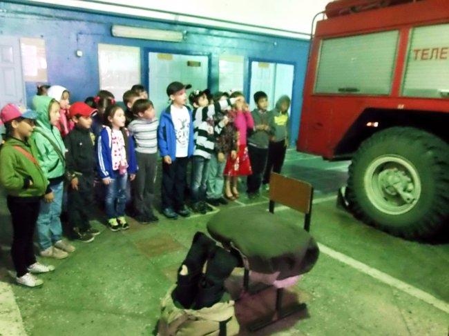 Дети в гостях у огнеборцев