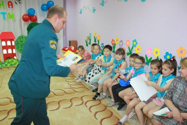 Открытые уроки по пожарной безопасности в детских оздоровительных лагерях Радужного.