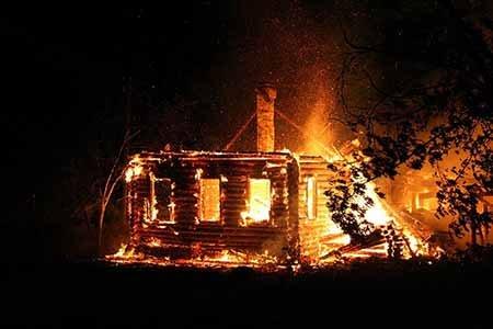 18 декабря 2016 в Радужном произошло два пожара, пострадало 5 человек.