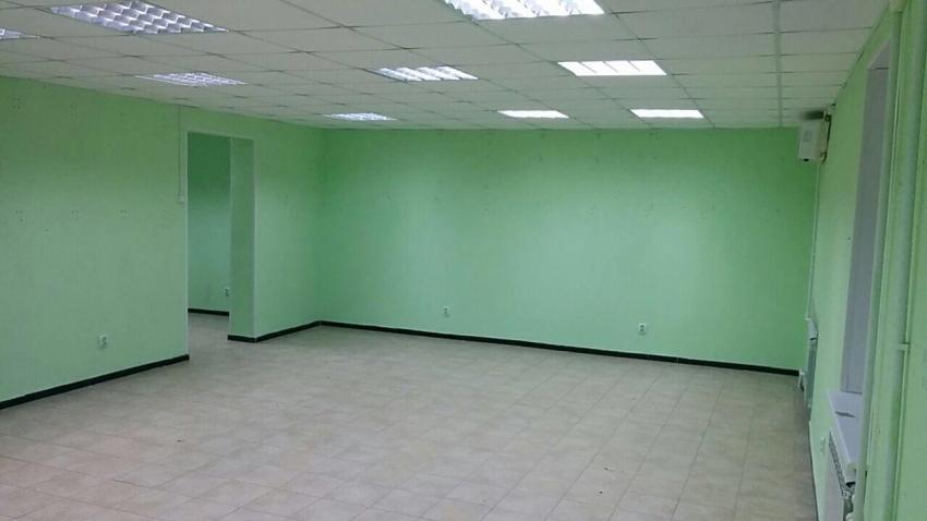 Сдается магазин по г. Радужный 7-4 цена 50000