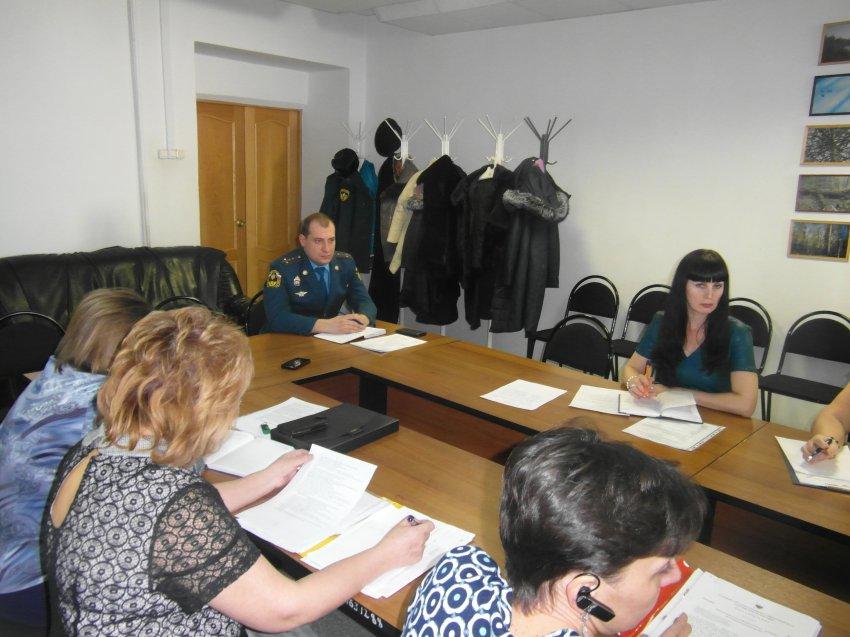 Совещание с начальниками детских оздоровительных лагерей прошло в Радужном.