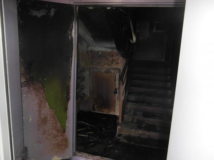 Пожар 13 мая 2017 года в подъезде многоквартирного жилого дома.
