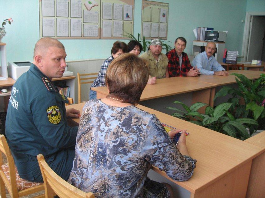 Сотрудники МЧС Радужного приняли участие в проведении семинаров с преподавателями ОБЖ школ города