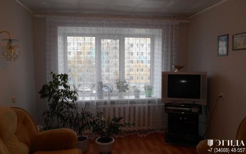 Продается 3-комнатная квартира по адресу 7мкр, д. 4, 3 этаж.