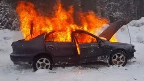 Пожар в легковом автомобиле 03.01.2021